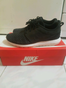 Nike flyknit roshe size 11 condition 9/10