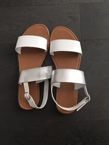 New Women Sandals Size 10 London Ontario image 1