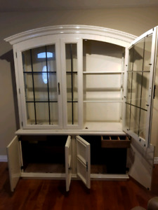 Beautiful 2 piece hutch