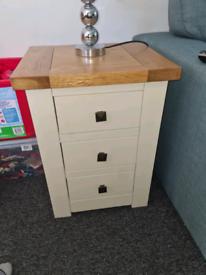 Solid oak set of drawers
