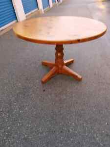 Pine wood round table