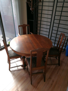 Antique oak round dining set w/ six chairs
