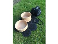 Dog bowls and 8m Flexi Dog lead with pouch