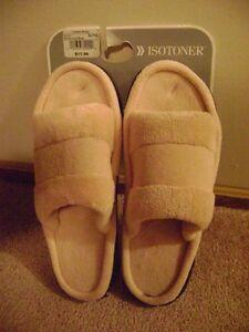 Unisex  NWT Isotoner Slippers Size XL