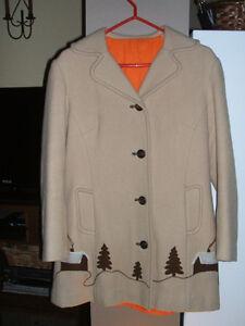 Manteau hiver antique fait main années 50. Costume ou autre.