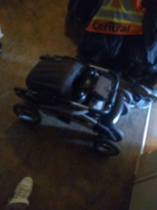 100 OBO! Graco stroller with carseat clips (no car seat)