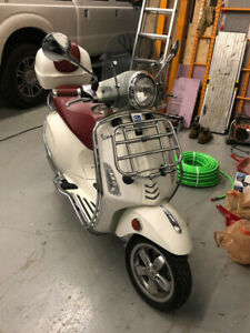 VESPA:  Primavera Touring 150cc with Chrome and Topcase