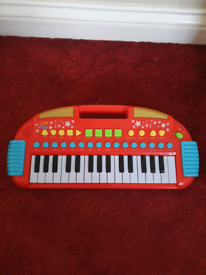 Children's keyboard with lights and lots of functions including record
