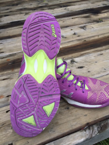 Womens Tennis Shoes - Size 9