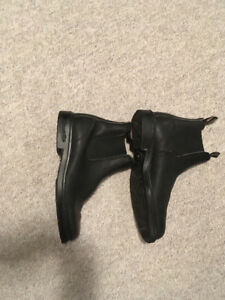 Black chisel toe Blundstone's- mint condition