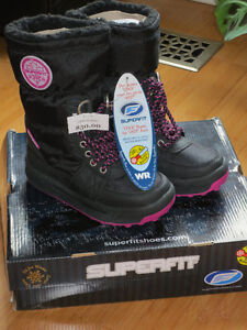 """NEW!  Girls """"Superfit"""" CHEDA 96 Winter Boots - Size 12 London Ontario image 1"""