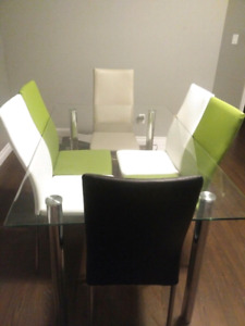 Dining table withe 6 stylish chairs