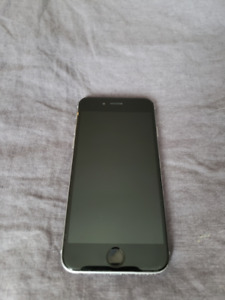 Iphone 16G - Black - with earphones and case