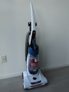 BISSELL VACUUM 3918C $100.00 Keep cleaning simple and effective