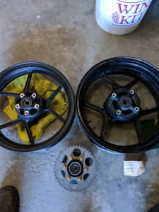 2004 and 2005 ZX10R wheels and cush drive.