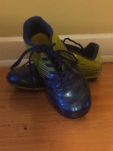 Outdoor Baseball/Soccer Shoes, Size 4