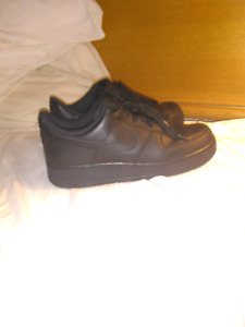 LOOKING TO TRADE size 9 air Force ones