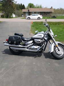 2003 suzuki intruder volusia VL800 low km !!!