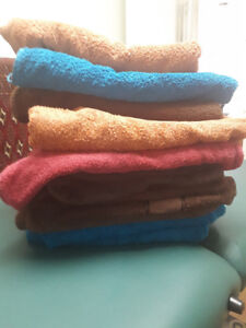 Almost new bath towels. Can swap or pay me 5.00 each only