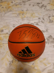 Autographed dwight Howard basketball
