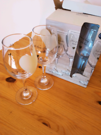 Next 4 wine glasses set £2 new