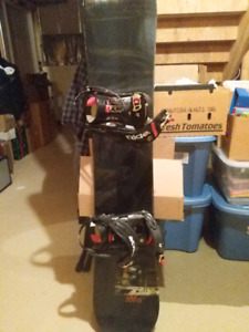 Used 5150 snowboard with ride bindings