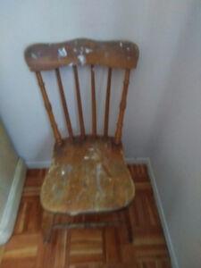 Chaises antiques $75 pour les 2