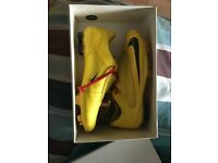 Nike mecurial vapors yellow size 9