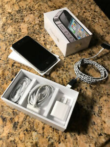 Selling iPhone 4S 32GB Like New, FIDO