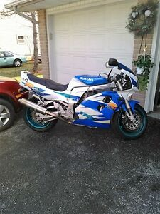 BUYING  GOOD OR DAMAGED SPORT BIKES CBR ZX RG500 GSXR RZ500 R6 Windsor Region Ontario image 9