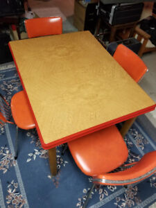 Retro Extendable Kitchen Table with 7 Chairs