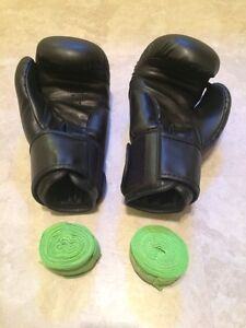 Boxing Gloves and Tape - As New - 12oz Kitchener / Waterloo Kitchener Area image 2