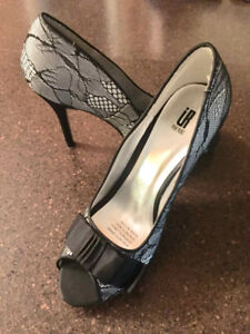 Never Worn - Women's Black Dress Shoe