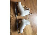Edea Overture Size 1.5 Junior Figure Skates