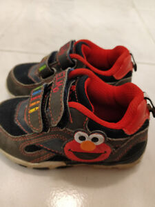 Toddler shoes - Elmo design - size 6 - great!
