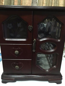 Jewellery box good condition, lots of space