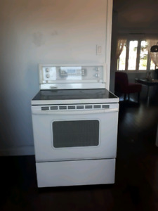 Cuisiniere-stove Kenmore in excellent conditions!!!!