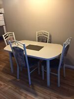 Great dining set! Table and chairs
