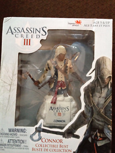 ASSASSINS CREED COLLECTIBLE FIGURE