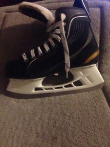 Men's Bauer size 7.5 hockey skates 65 dollars or make an offer  Regina Regina Area image 2