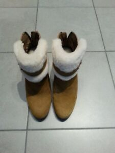 Size 6 nearly brand new Ugg Antonia boots chestnut color