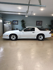 1991 Chevrolet Camaro - 5.0L V-8 -5-Speed Manual -Only 22,432Kms
