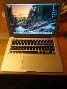 13.3 MacBook Air 128gb + 64gb sd + case