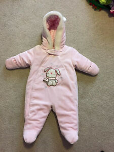Never been worn pink snow suit 0-6 months