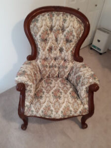 FOR SALE - ANTIQUE CHAIR IN EXCELLENT CONDITION!