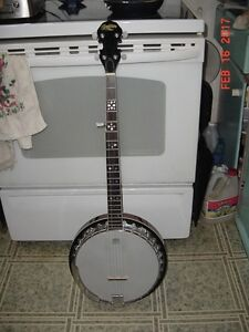 VINTAGE TRADITION 5 STRING BANJO LIKE NEW CONDITION!!