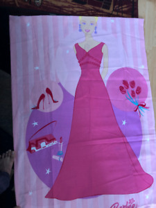 BARBIE BEDSHEET AND 2 PILLOW COVERS