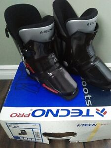 Techno Pro Ski Boots, Black