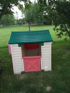 Jeu extérieur: maison pour enfant