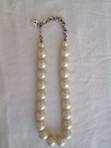 Carolee faux pearl necklace choker